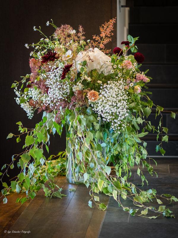 Raumschmuck Hochzeit Grimselhospiz (Foto: Ingo Schneider Fotografie)