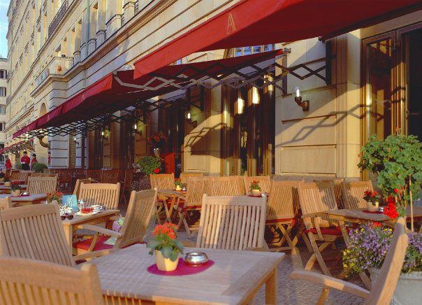 Beispiel: Terrasse, Foto: Hotel Adlon Kempinski.