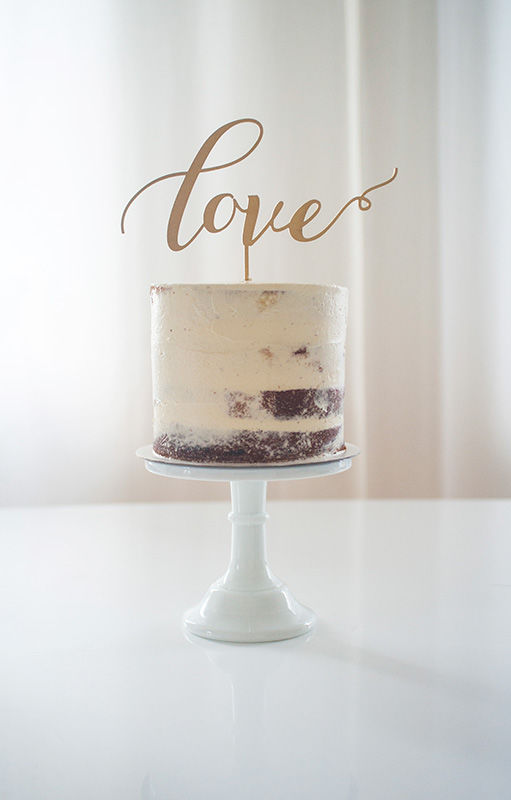 Wedding Cake Naked mit Love Topper Gold | Foto: Die Zuckerbäckerin