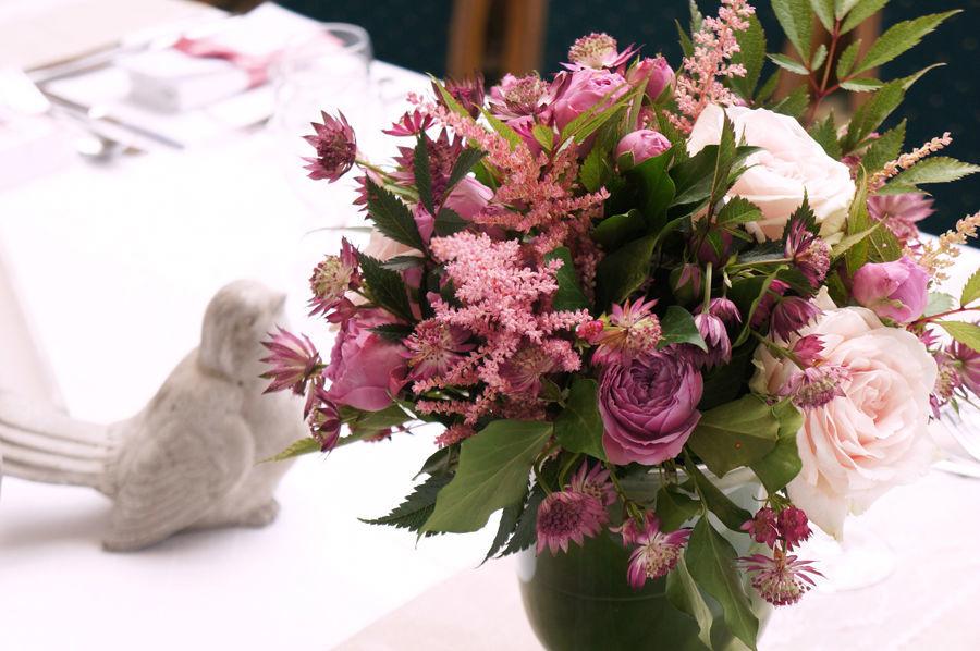 Mariage Romantique - Lin, dentelle  Crédits : Dessine-moi une étoile (Design et Papeterie ) - Aude Rose (Fleurs)
