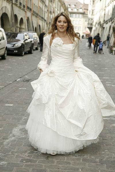 Beispiel: Glamouröse Brautkleider, Foto: Meister Couture.