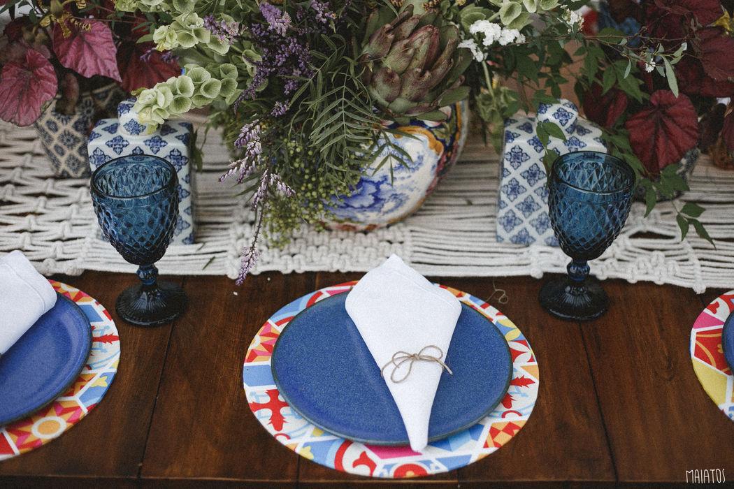 O sousplat feito com a estampa exclusiva que criamos, agora faz parte da decoração da casa dos noivos