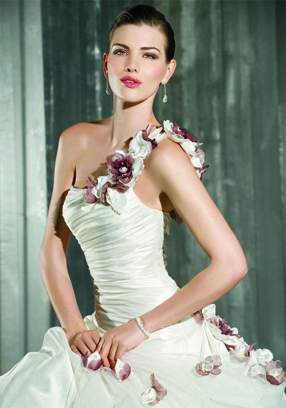 Beispiel: Ihr Kleid für den schönsten Tag im Leben, Foto: Tessa & Thomi.