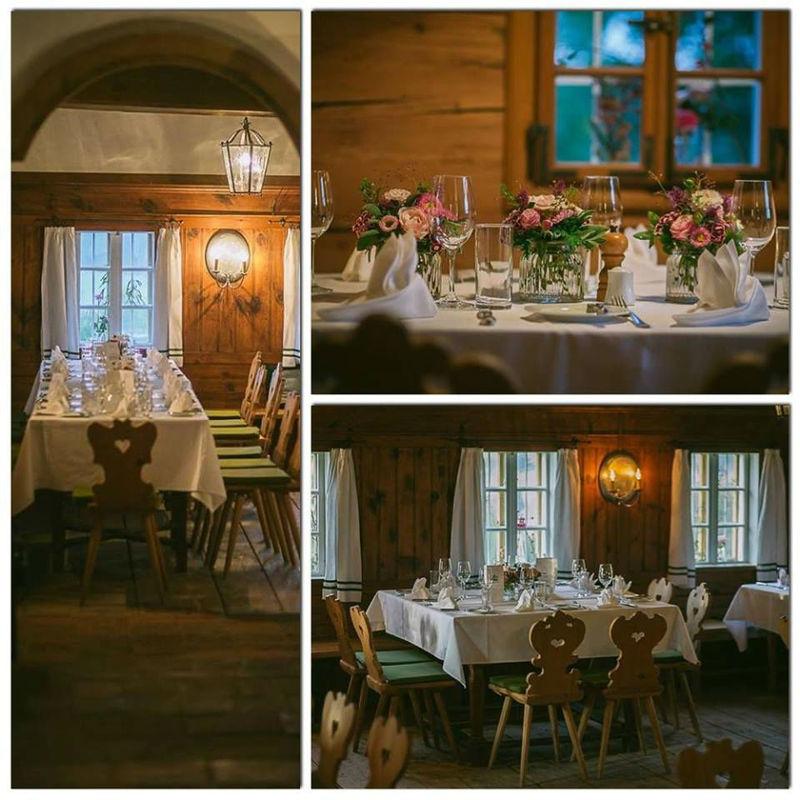 Foto: Hochzeitssaal im rustikalen Stil.