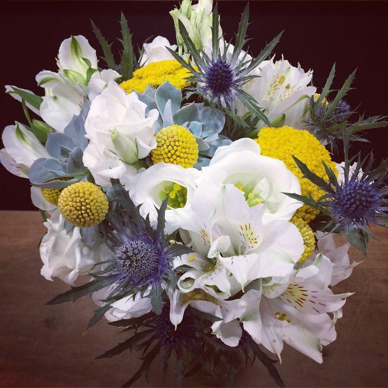 Bouquet de mariée jaune, blanc et bleu