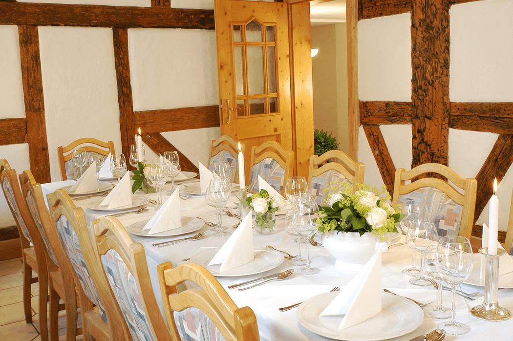 Beispiel: Restaurant - Tischgedeck, Foto: Landgasthof Weisser Löwe.