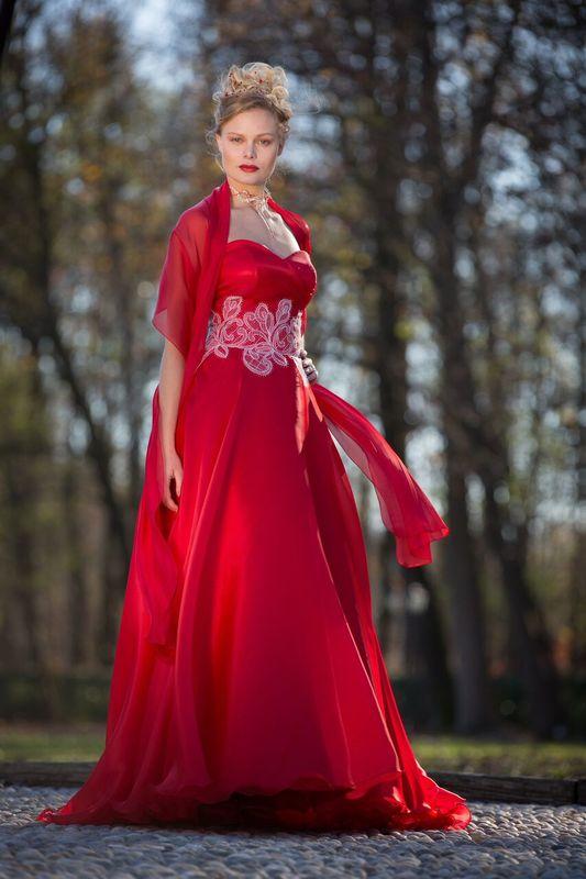 Collezione Dream 021 abito in organza di seta rosso. realizzabile in diversi colori