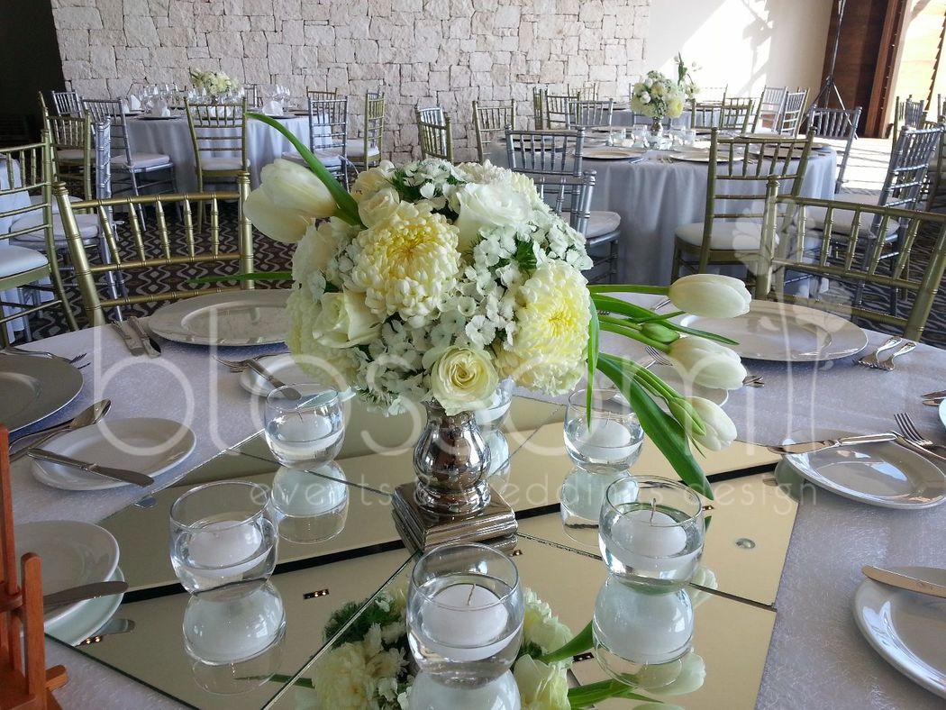 Otro diseño sencillo pero elegante para centro de mesa