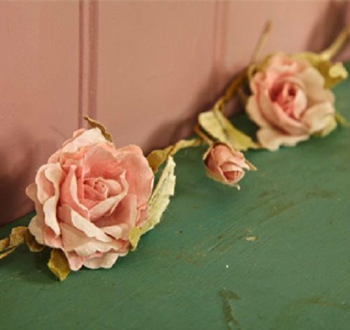 Guirnalda de rosas de organza. Una alternativa preciosa y ecológica a las flores naturales. Reutilizable. Las posibilidades de decoración son infinitas.