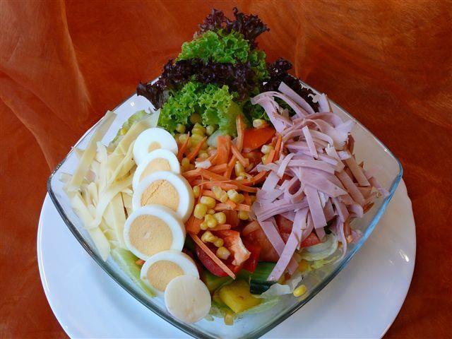Beispiel: Vielfältige Salatvariationen, Foto: Paiser Catering.