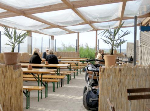Beispiel: Strandterrasse mit Windschutz, Foto: Strandoase Surendorf.