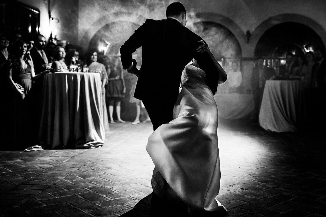 Primer baile de los novios. Un momento muy especial para los novios que me encanta fotografiar.