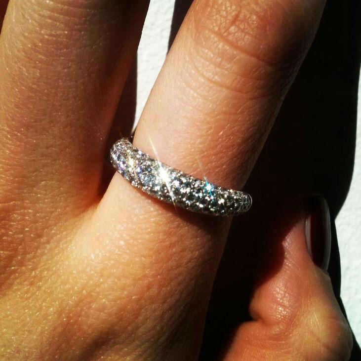 Una fede nuziale, disponibile su 21 Diamonds.