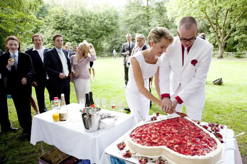 Beispiel: Anschneiden des Hochzeitstorte, Foto: Angela Pfeiffer.