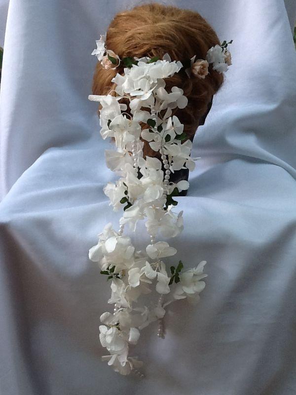 Flor de Cór - guirlanda com flores naturais preservadas e pérolas