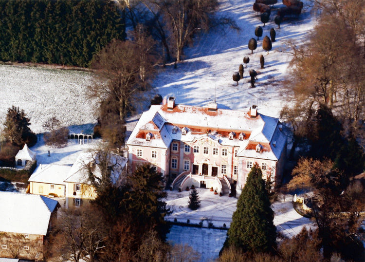 Beispiel: Luftaufnahme Winter, Foto: Schloss Assumstadt.