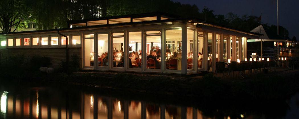 Beispiel: Aussenansicht bei Nacht, Foto: Alsterköche im Ruderclub Favorite Hammonia.