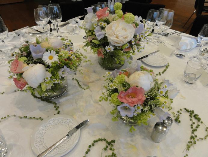 Beispiel: Tischdekoration, Foto: Quadriga Flora.