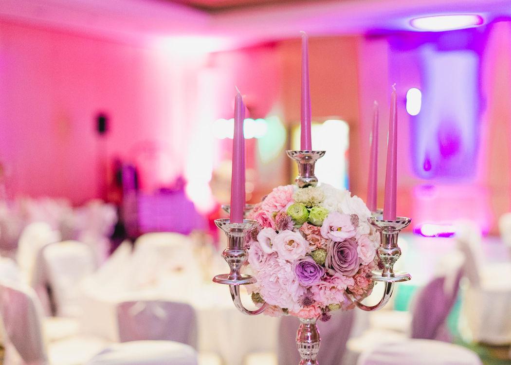 Blumenkugel mit garantiertem Wow-Effekt in Altrosé & Gold Foto: Seel Hochzeitsfotografie
