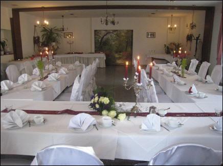 Beispiel: Hochzeitstafel, Foto: Hotel Schöne Aussicht.