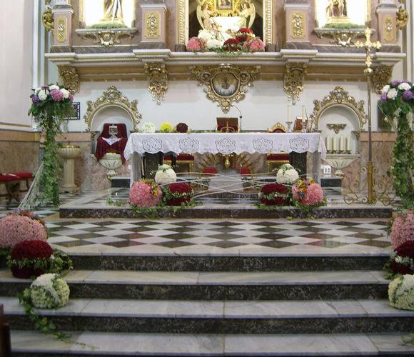 Decoración nupcial para el altar