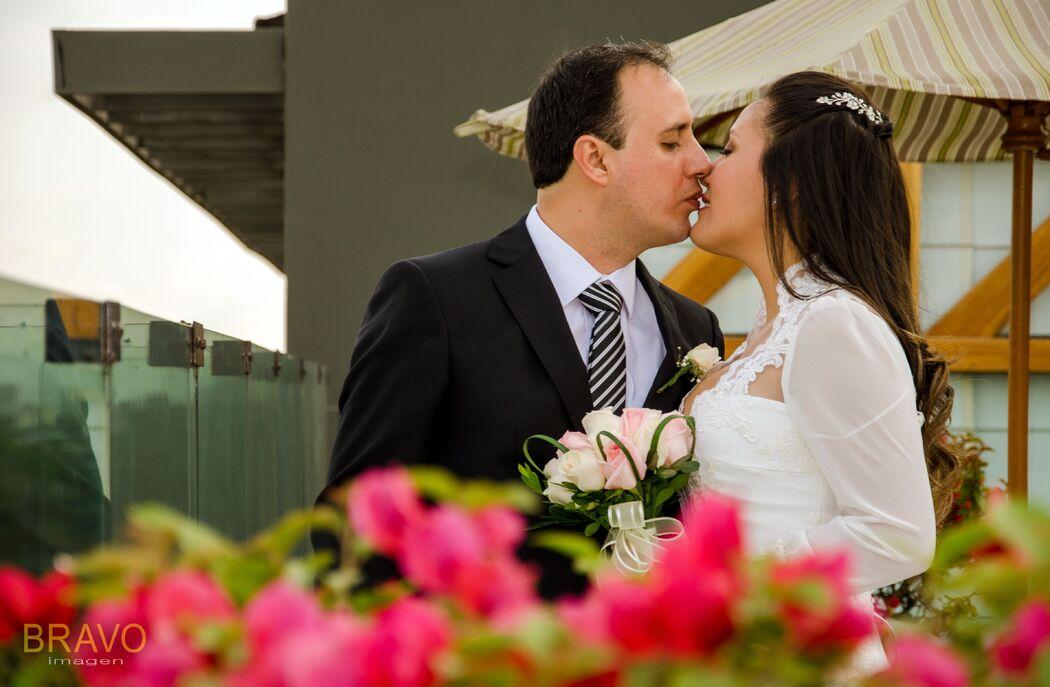 beso sobre flores