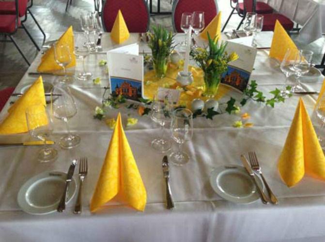Beispiel: Tischdekoration, Foto: Blumiges.