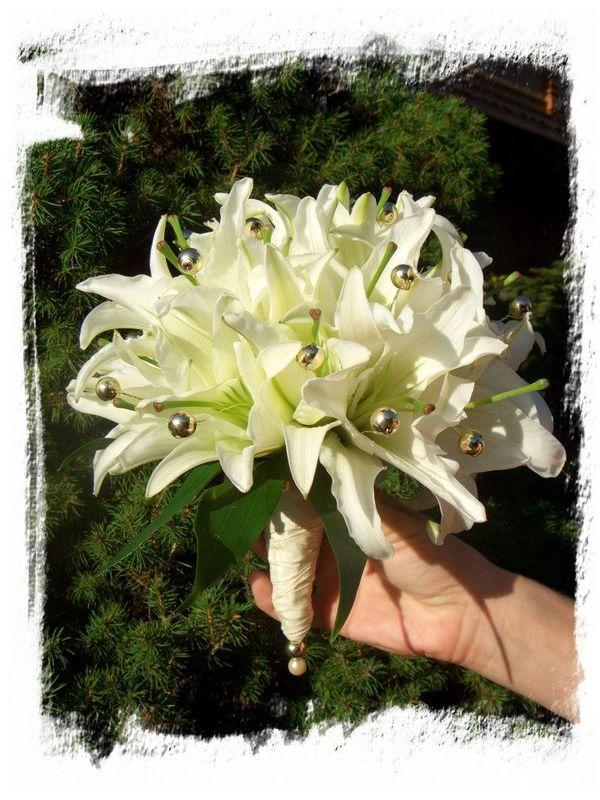 Weiße Lilien...goldene Perlen...eine Duftwolke der besonderen Art.