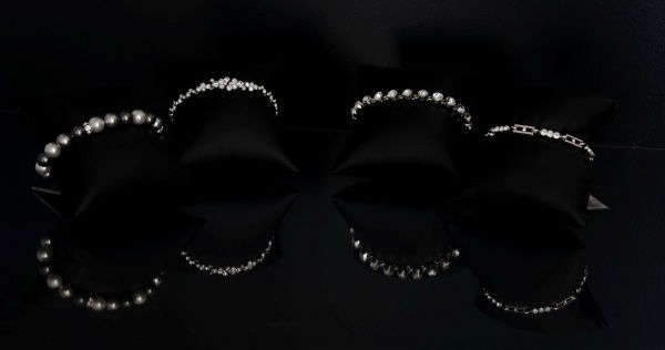 Beispiel: Armbänder, Foto: Bea's Brautmode Accessoires.