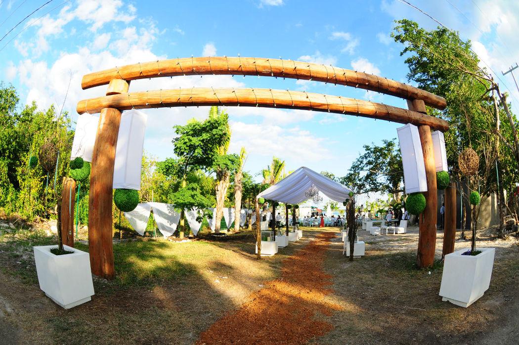 La recepción en Paraiso Bacalar es monumental y se adapta para la decoración y estilo deseado