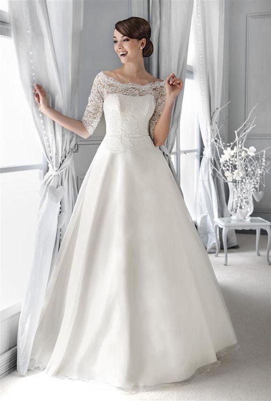 Beispiel: Brautkleid mit Ärmeln, Foto: Braut Atelier Blendel.