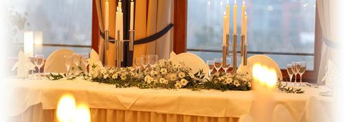 Beispiel: Tischdekoration - Blumenschmuck, Foto: Altstadt-Hotel Zieglerbräu.