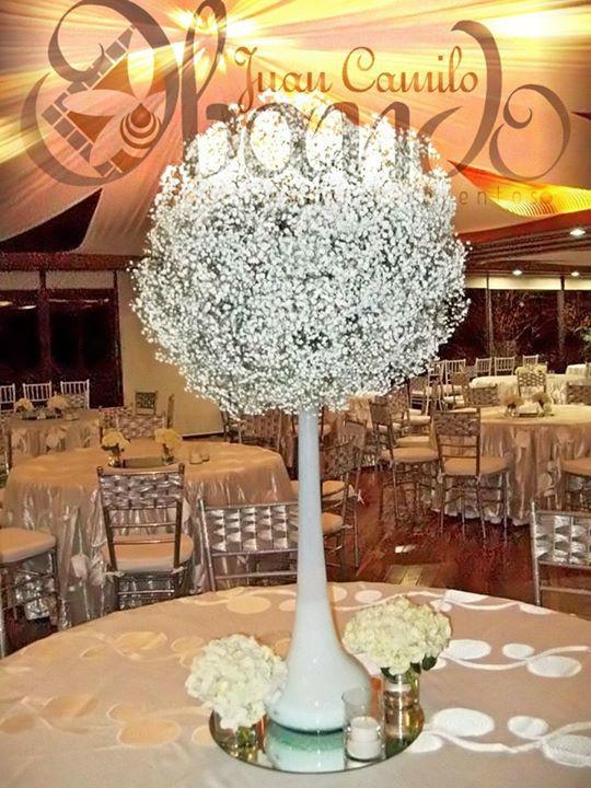 Hermoso y Elegante centro de mesa para Boda, elaborado en Gypsophila blanca. Diseño y Decoracion: Juan Camilo Obando. Produccion: Indigo Boda y Eventos