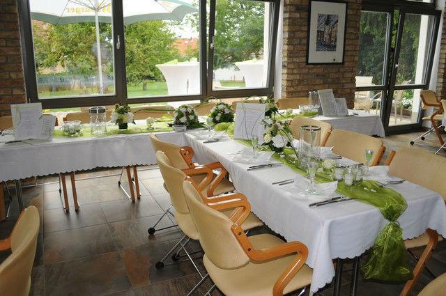 Beispiel: Tischdekoration, Foto: Feierscheier am Turm.