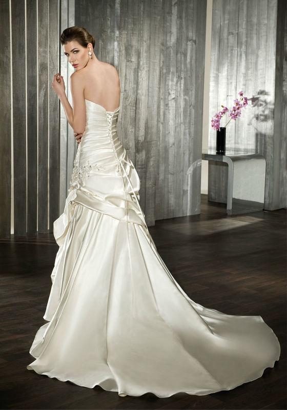 Beispiel: Wunderschöne Kleider für Bräute, Foto: Tessa & Thomi.