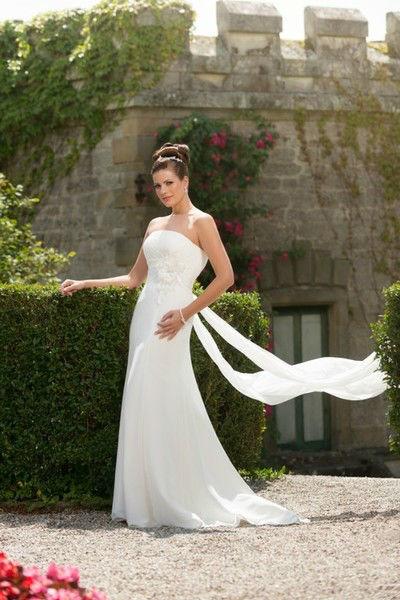 Beispiel: Einmalige Brautmode, Foto: Atelier Manuela von Haldenwang.