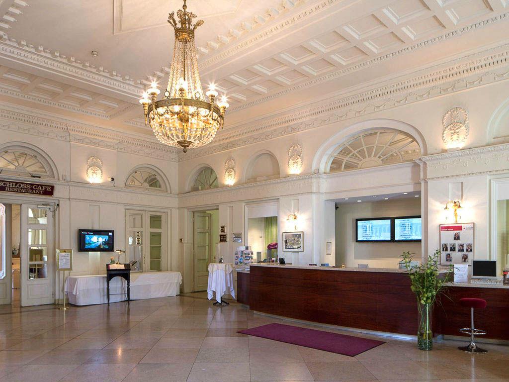 Beispiel: Rezeption, Foto: Austria Trend Hotel Schloss Wilhelminenberg.