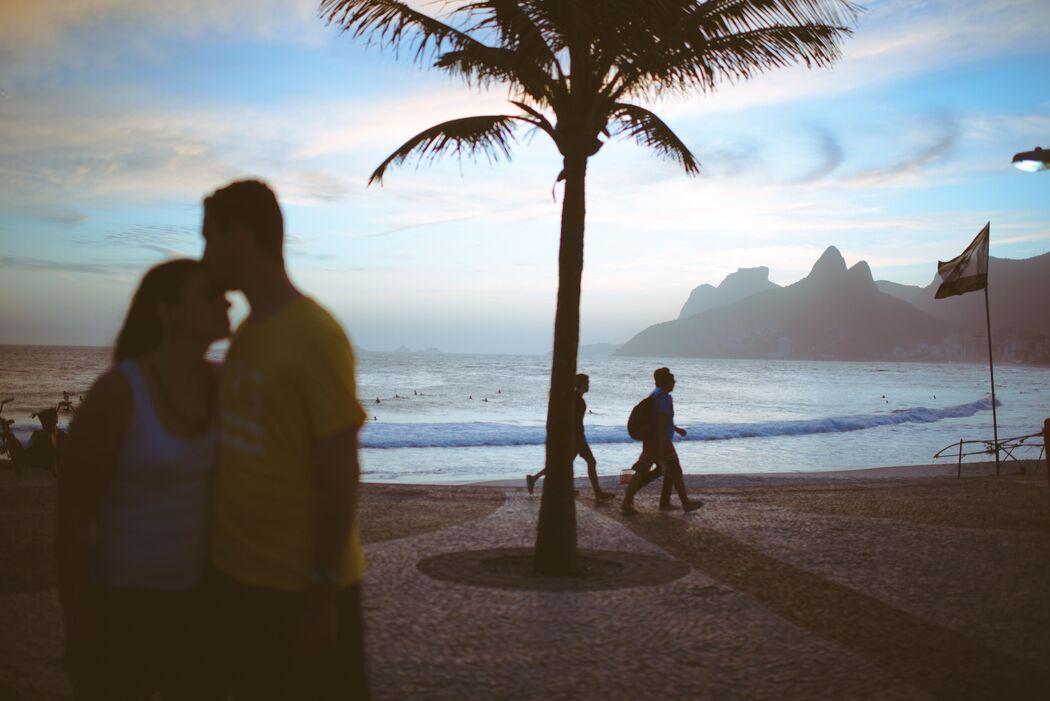 noivos na praia de ipanema