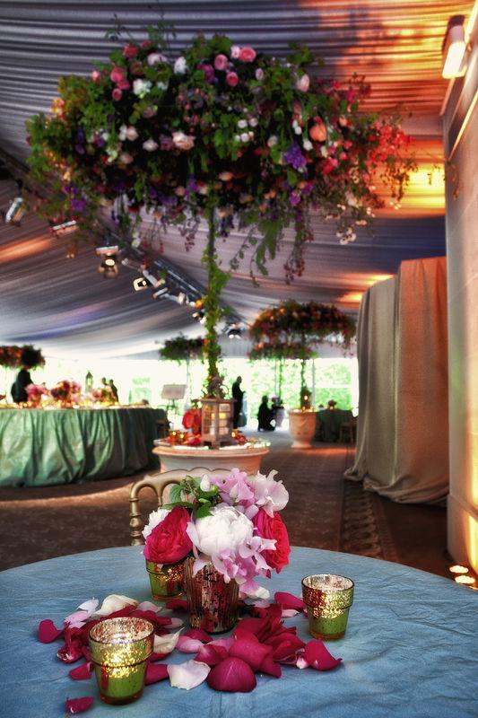 Mariage de Stéphanie & Cyrus, américains du Texas, organisé au Pré Catelan, Neuilly sur Seine, décoration Eric Chauvin, thème Yves-Saint-Laurent Crédit Jack Gautier