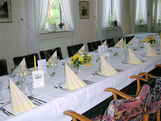 Beispiel: Gedeckte Tafel, Foto: Hotel Am Sonnenhang.