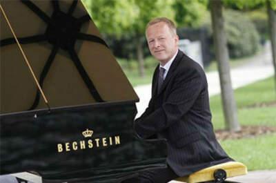 Pianist & DJ Oliver Kraus