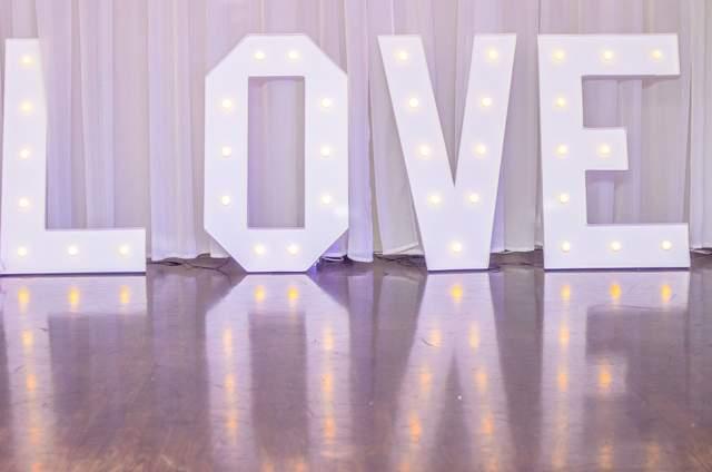 LOVE napis świecący